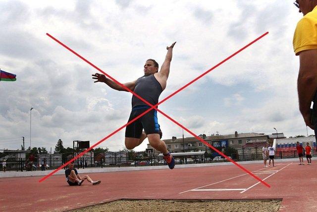 От прыжков в длину на время лечения стоит отказаться, чтобы не навредить себе