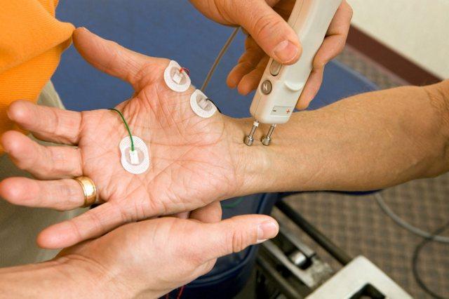 ЭМГ – один из редко назначаемых методов обследований, который, однако, приносит пользу для правильного назначения лечения