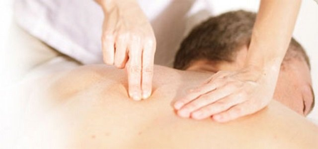 Точечный массаж чем-то схож с иглоукалыванием, однако в этом случае работают руки массажиста – и не менее эффективно