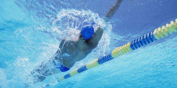 Как правильно плавать на спине