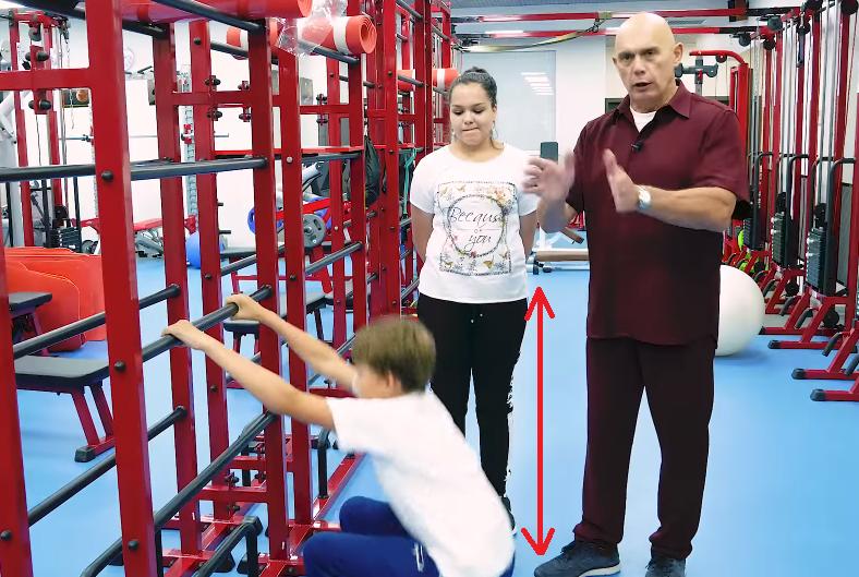 Во время упражнения спину нужно держать прямо