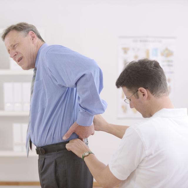 Лечение боли в пояснице предполагает использование различных методов лечения
