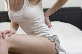 Боль в сидячем положении в области копчика может возникнуть по разным причинам