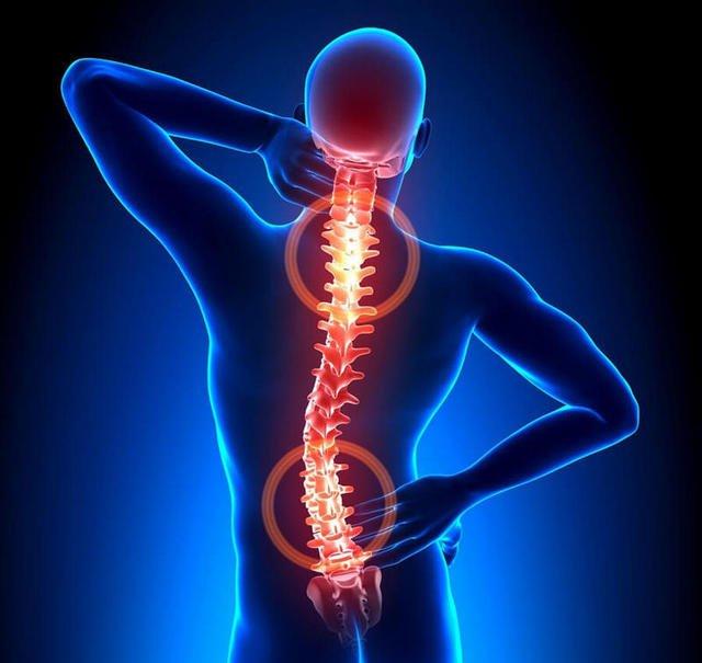 Остеохондроз встречается довольно часто, и на некоторых стадиях его развития пациент может испытывать и боль между лопатками