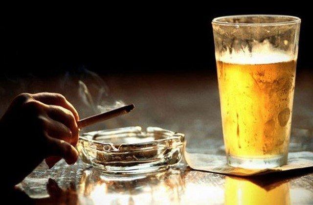 Люди, не стремящиеся избавиться от вредных привычек, более подвержены различным заболеваниям, и грыжа позвоночника – не исключение