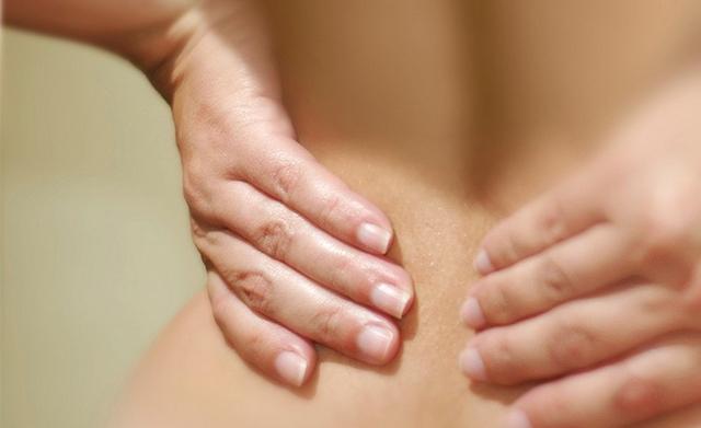 Когда человек срывает спину, он испытывает массу дискомфорта, потому что страдает весь его организм
