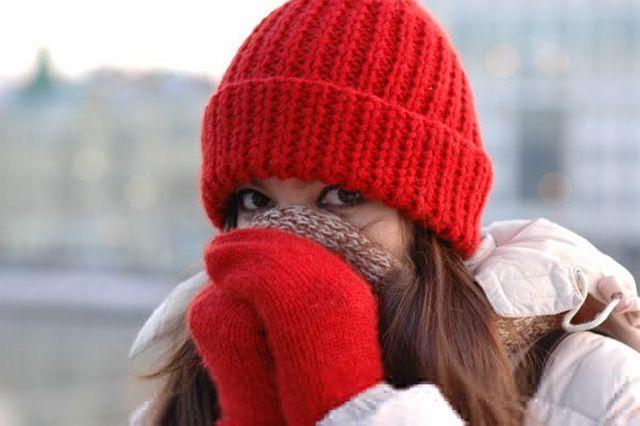 В холодное время года рекомендуется тепло одеваться, укутывая все части тела, при этом особое внимание уделяя спине