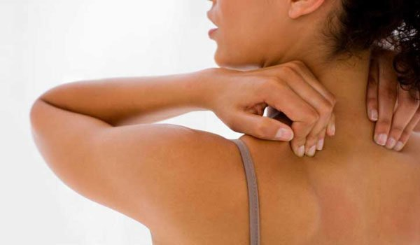 Боль в спине между лопатками не является отдельным заболеванием