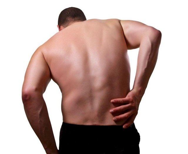 Симптомы защемления нерва отличаются от других недугов тем, что могут запутать человека, заставив его думать, что дело в другом