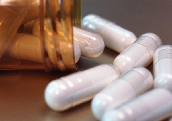 Лечение обычно начинают с приема лекарственных препаратов