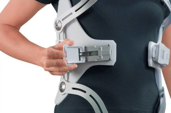 Металлопластиковый корсет при компрессионном переломе