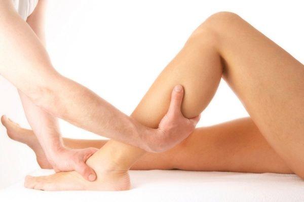 Обязательно проводится массаж ног