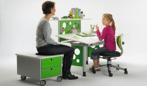 Ортопедическое кресло необходимо для формирования правильной осанки школьника