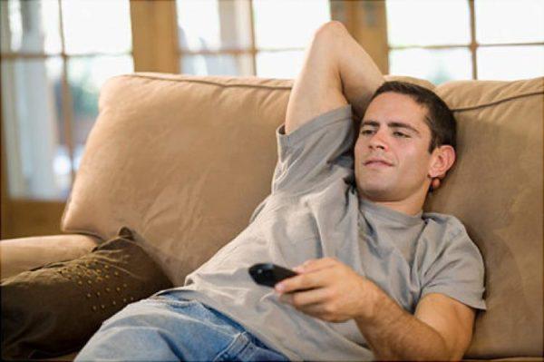 Просмотр телевизора лежа