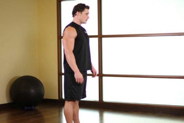 Растяжка мышц спины в положении стоя