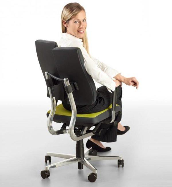 В ортопедическом кресле не затекает спина и шея