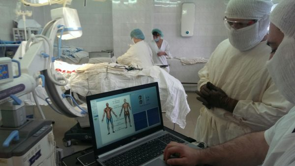 В самых тяжелых случаях сколиоз корректируют хирургическим путем