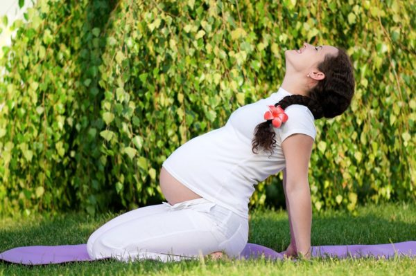 Во время беременности важно поддерживать здоровый образ жизни, делать зарядку и не простужаться