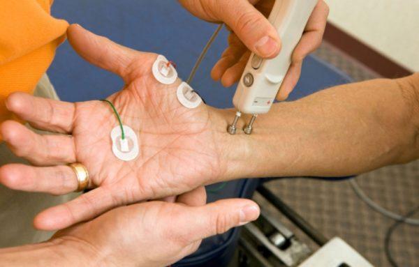 Электронейромиография (ЭНМГ) – регистрирует электрическую активность мышц под воздействием разных стимулов
