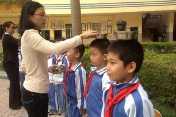 В каждой школе Китая дети делают 15-минутную зарядку по утрам и два раза в день по полчаса играют на специально отведенной для этого площадке