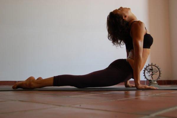 Йога помогает сохранить гибкость и здоровье суставов