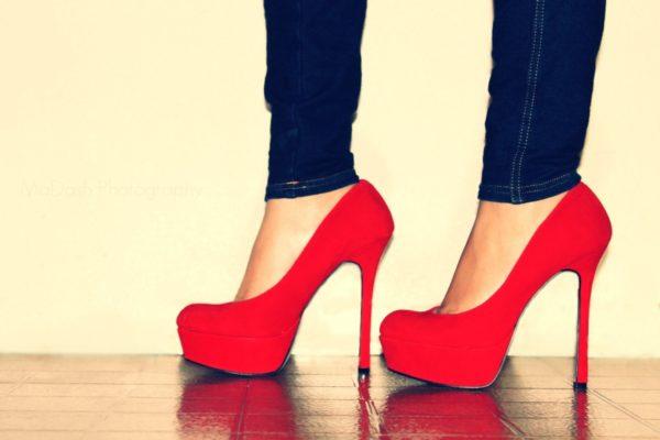 Ношение высоких каблуков усиливает нагрузку на позвоночник