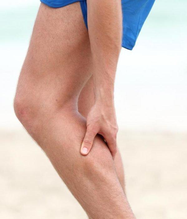 Боль может доходить до икроножной мышцы и ступней