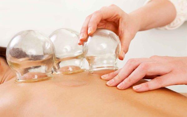 Баночный массаж усиливает приток крови к массируемым частям тела