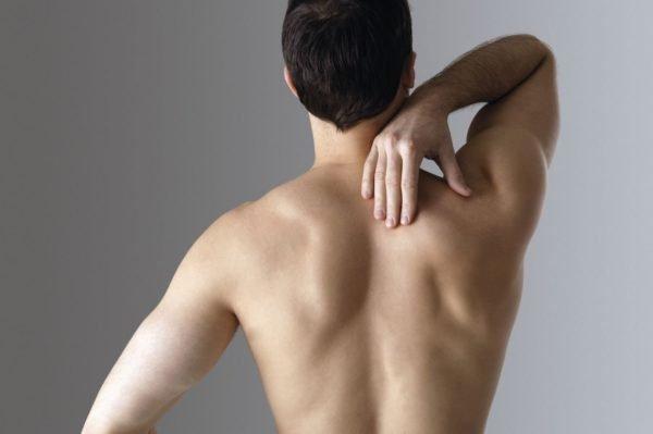 Боль может отдавать в шею