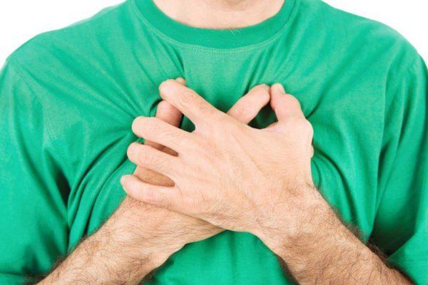 Боль в груди - один из симптомов