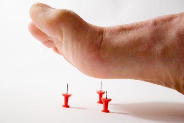 Чувствительность в ногах снижается