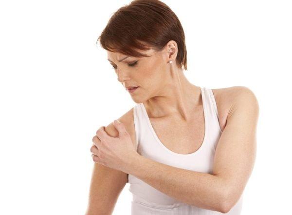 Головная боль может иррадиировать в плечо, руку