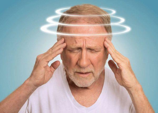 Головные боли сопровождаются головокружением