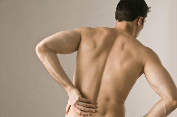 Ишиас может возникнуть из-за остеохондроза и других заболеваний позвоночника