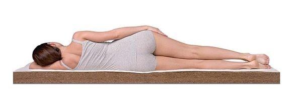 Спать необходимо на максимально жестком матрасе