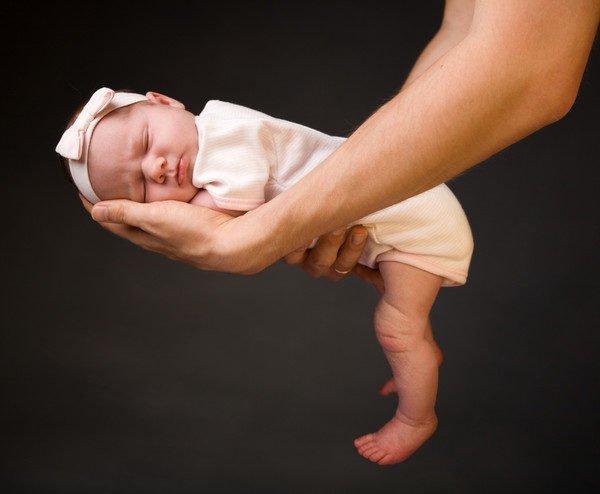 Крестцовый и грудной изгибы присутствуют практически с самого рождения