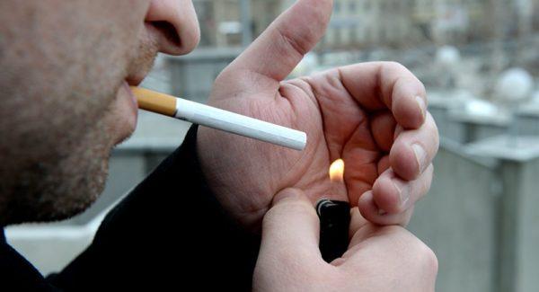 Курение повышает риск развития грыжи позвоночника