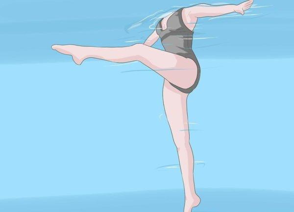 Махи ногами в воде