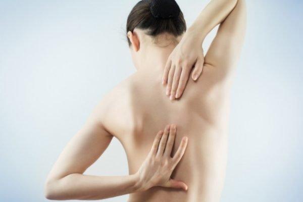 Мы рекомендуем при обострении остеохондроза шеи обращаться сразу к врачу, который сможет оказать профессиональную помощь, предотвратив возможные осложнения