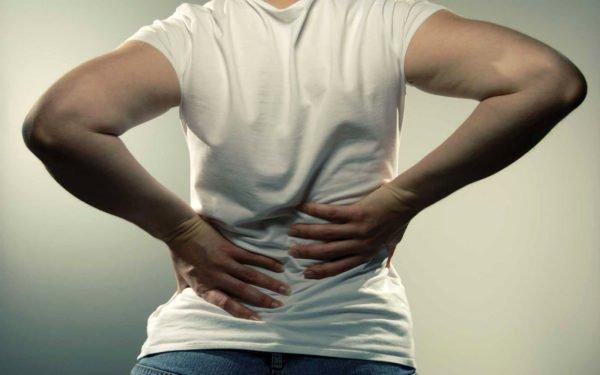 Начало радикулита характеризуется остро выраженной болью в спине (люмбаго)