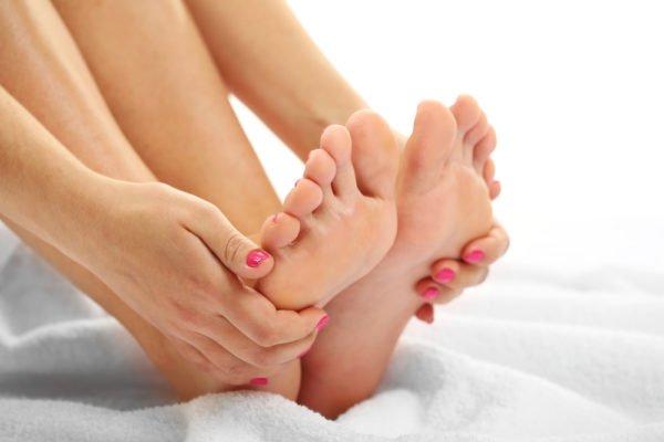 Если наблюдается онемение ног и другие негативные проявления, врач назначает стационарное лечение