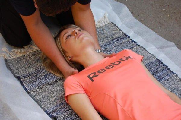 Первая помощь при травме позвоночника