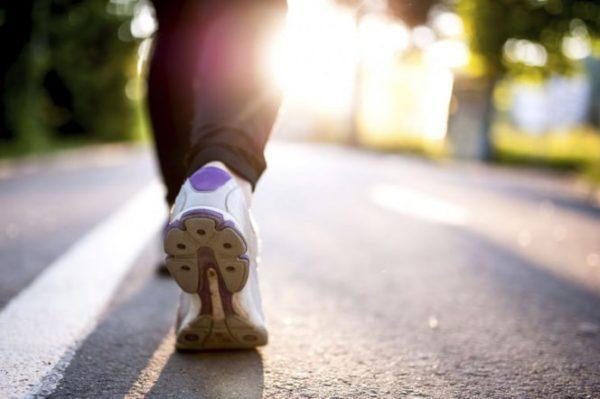 Пешие прогулки на свежем воздухе очень полезны