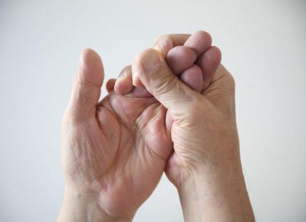 Покалывание в пальцах рук