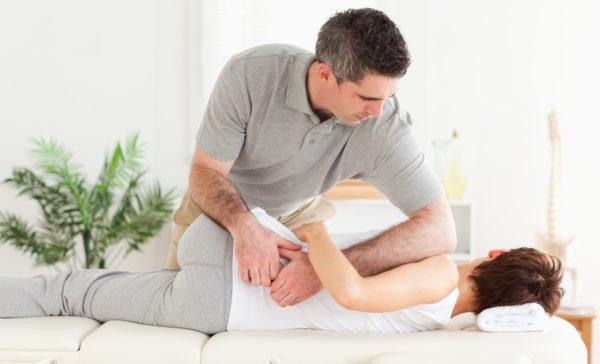 Показания для проведения мануальной терапии при межпозвоночной грыже