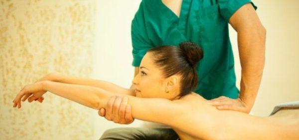 При ишиасе полезен массаж и ЛФК