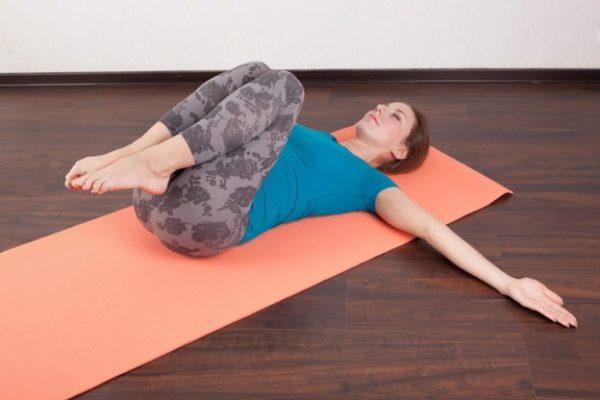 При обострении упражнения выполняются на полу