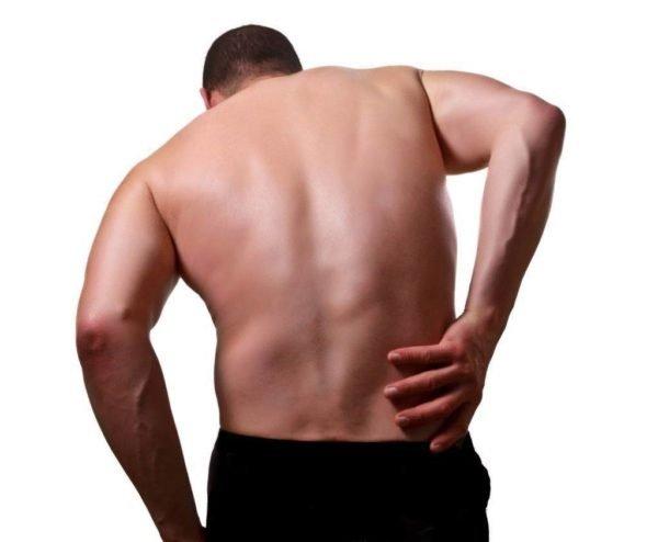 Причиной болезни может быть малоактивный образ жизни или, напротив, чрезмерные физические нагрузки