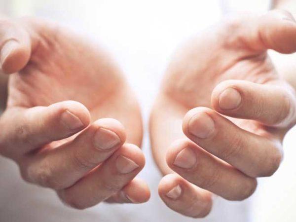 Руки должны быть теплыми, чистыми, ногти необходимо подстричь как можно короче