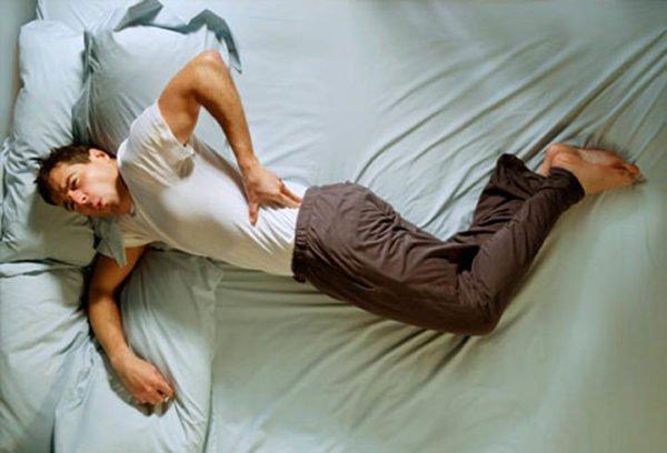 Симптомы усиливаются ночью, во время сна